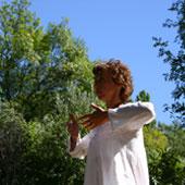 illustration d'un mouvement de qi gong avec Nathalie Boillon